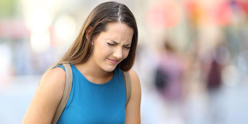 Johanniskraut und Melisse vaporisieren gegen Menstruationsbeschwerden